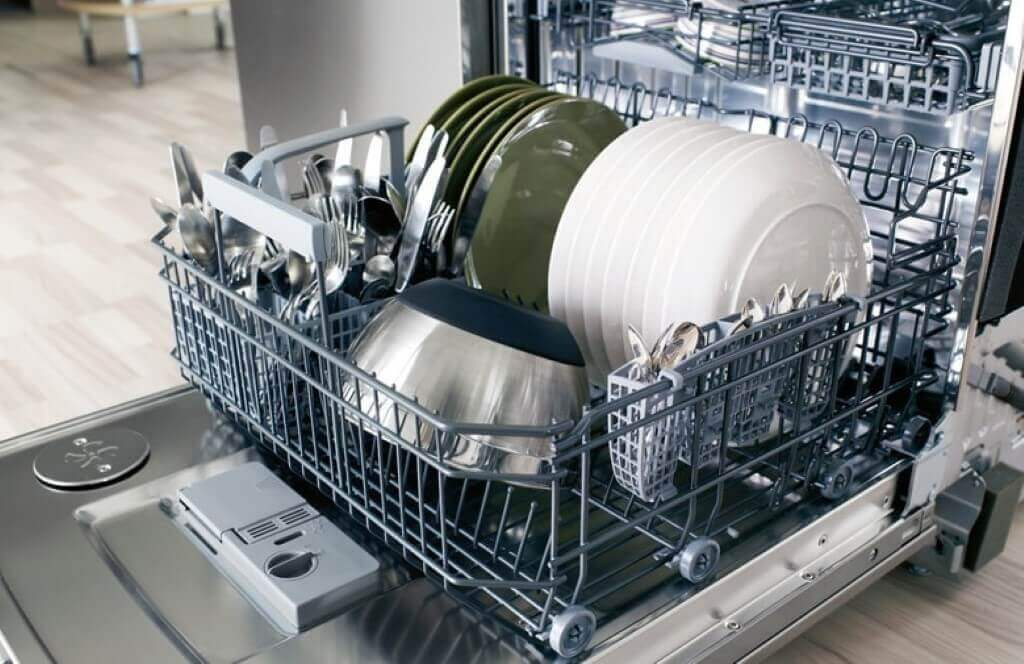 White coating on the dishes and in the dishwasher: what to do?